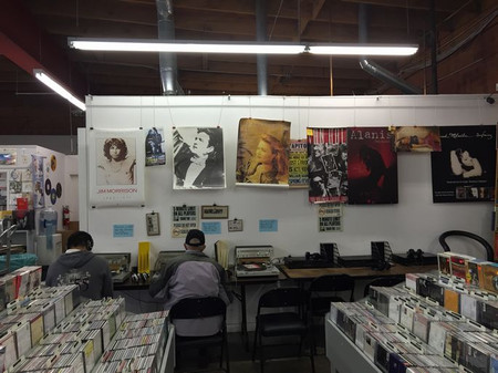 Chrismasshopping_recordstore2_s